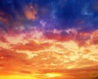 färgrik skysolnedgång arkivfoto