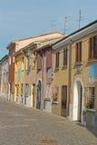 Färgrik smal gata i Rimini, Italien Arkivbilder