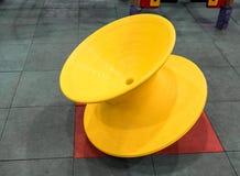 Färgrik snurrplatsstol för unge arkivfoto