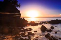 Färgrik solnedgång över medelhavet Arkivbilder