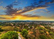 Färgrik solnedgång i L A royaltyfri bild