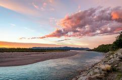 Färgrik solnedgång i Nya Zeeland Arkivbilder