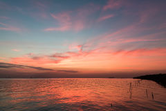 Färgrik solnedgång ovanför havet från Thailand Royaltyfria Bilder