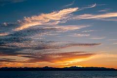Färgrik solnedgång på Puget Sound royaltyfri fotografi