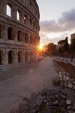 Färgrik solnedgång på Roman Colosseum Royaltyfri Fotografi