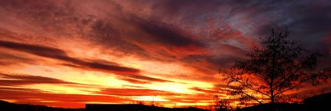 Färgrik solnedgångantennkulle royaltyfria foton