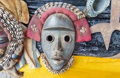 Färgrik stam- maskering från Afrika Royaltyfria Foton