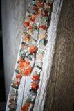 Färgrik stenhalsband Sideview Arkivbilder