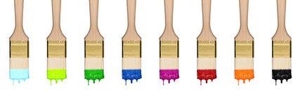 Färgrik tappa uppsättning av målarfärgborstar i rad Arkivfoto