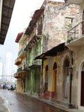 Färgrik tappningbild av gator i mindre rikt område av Pan Am royaltyfria foton