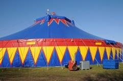 färgrik tent för cirkus Arkivbilder