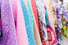 Färgrik textil i ett lager Royaltyfria Bilder