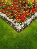 Färgrik trädgårds- rabatt Arkivfoto