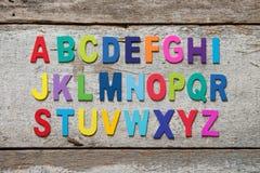 Färgrik träuppsättning för engelskt alfabet Royaltyfri Bild
