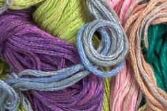 Färgrik tråd som abstrakt bakgrund Royaltyfri Fotografi