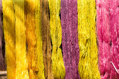 Färgrik trådsilkefärg från naturligt Royaltyfri Fotografi