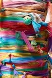 Färgrik tygsjal trädet med tro Royaltyfri Fotografi