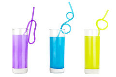 Färgrik uppsättning av exponeringsglas med fruktsaft och sugrör Arkivbilder