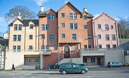 färgrik väg för husinverness millburn arkivfoto