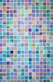 Färgrik vägg för tegelplatta för mosaikexponeringsglas Royaltyfri Foto