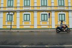 Färgrik vägg och fönster Arkivbild