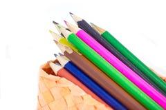 Färgrik vertikal blyertspennafärgpennagräns över vit Arkivbild