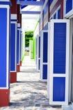 Färgrik wood dörr för gammal stil Arkivbilder
