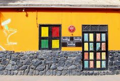 Färgrik yttersida för klubbastångfasad, Kap Verde, Afrika royaltyfri foto