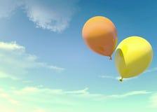 Färgrika apelsin- och gulingballonger som svävar i sommarferier i tappningfärgfilter Arkivbild