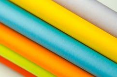 Färgrika ark av färgpapper, abstrakt bakgrund Arkivbild