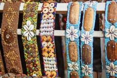 Färgrika armband på marknad i Ubud, Bali Royaltyfri Bild