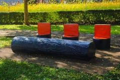 Färgrika bänkar i parkera Royaltyfri Foto