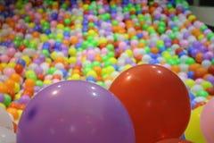 Färgrika ballonger fotografering för bildbyråer