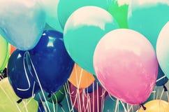 Färgrika ballonger, fritidsaktivitet, retro filter Royaltyfria Bilder