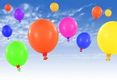 Färgrika ballonger på himmel Royaltyfri Foto