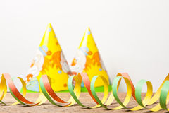 Färgrika banderoller och karnevalhatt Royaltyfri Foto