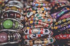 färgrika bangles royaltyfri fotografi