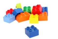 Färgrika barns byggnadstegelstenar Arkivbilder