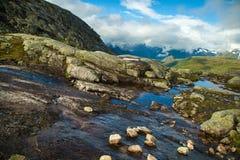 Färgrika bergplatser i Norge Härligt landskap av Norge, Skandinavien Norge berglandskap Royaltyfria Bilder