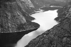Färgrika bergplatser i Norge Härligt landskap av Norge, Skandinavien Norge berglandskap Fotografering för Bildbyråer