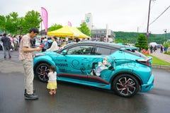Färgrika bilar dekorerade i cosplay för den Toyako Manga Anime Festa festivalen Arkivbild