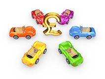 Färgrika bilar runt om tecken av pundet. Royaltyfri Fotografi