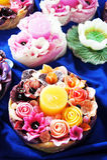 Färgrika blommastearinljus Royaltyfria Foton