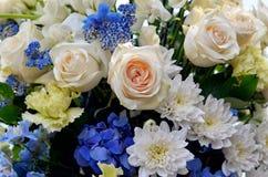 färgrika blommor för bukett Royaltyfri Foto