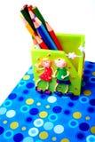 färgrika blyertspennaelevinställningar Fotografering för Bildbyråer