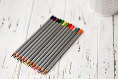 Färgrika blyertspennor för att dra Blyertspennor för konst Fotografering för Bildbyråer