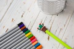 Färgrika blyertspennor för att dra Blyertspennor för konst Arkivbilder
