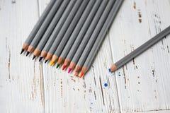 Färgrika blyertspennor för att dra Blyertspennor för konst Royaltyfria Foton