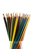 Färgrika blyertspennor i en blyertspennaask på en vit bakgrund royaltyfria foton