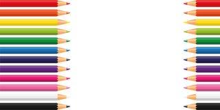 Färgrika blyertspennor i regnbågefärger på vit bakgrund royaltyfri illustrationer